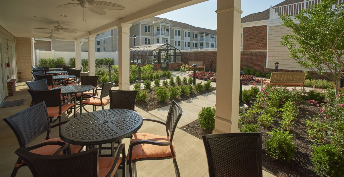 patio and adjacent micro courtyard at Brandermill Woods in Midlothian, Virginia